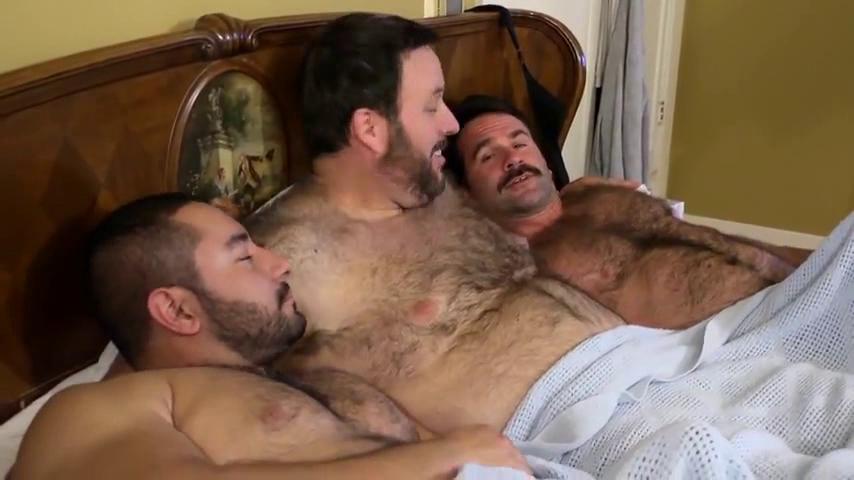 Hombre gay oso musculoso